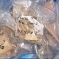 Photographie d'une caisse reconditionnée et inventoriée